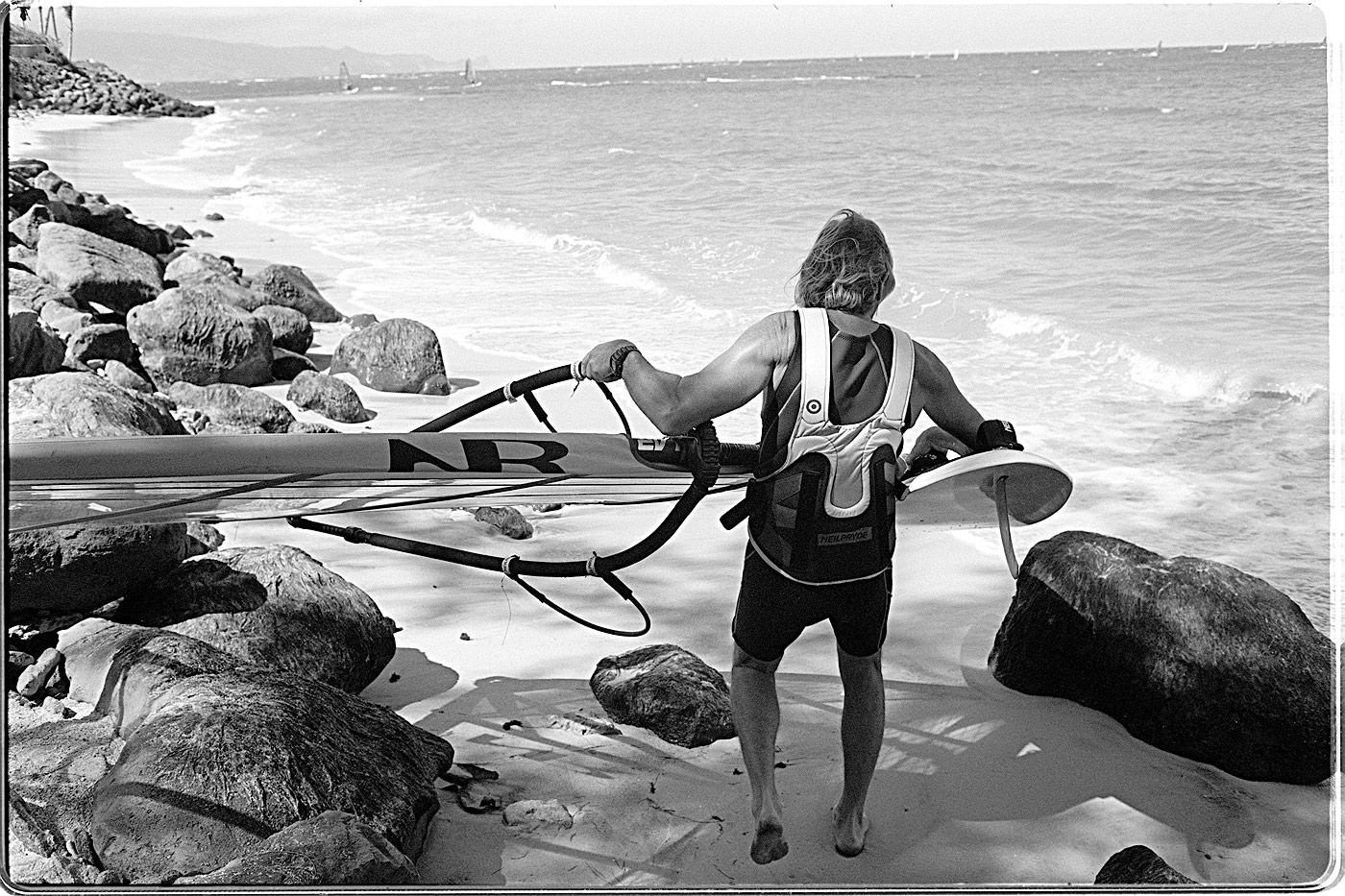 american_windsurfer_4.1_kurt_sailing
