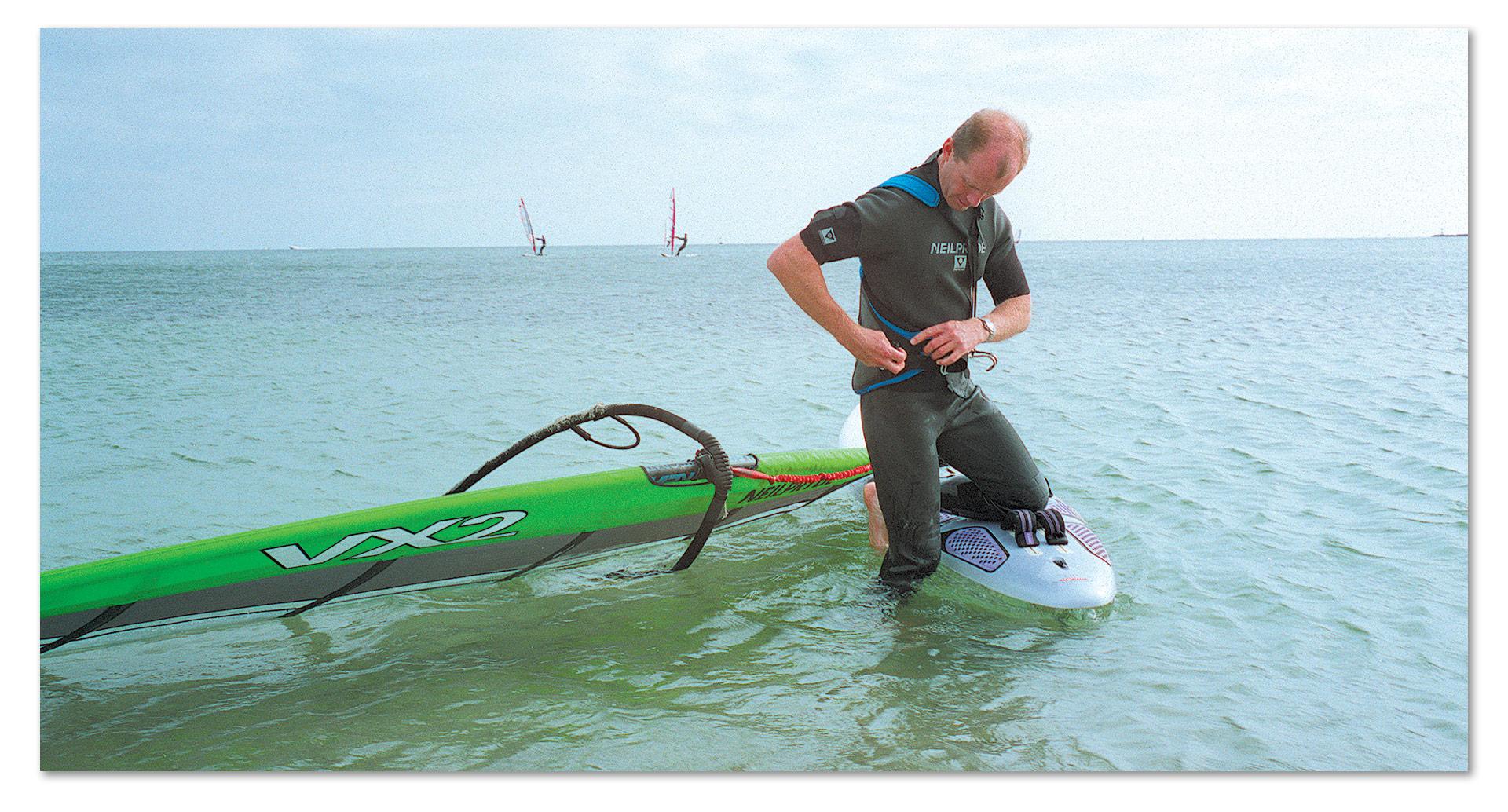 american_windsurfer_4.3_flame-keeper_PAUL-IN-HARNESS
