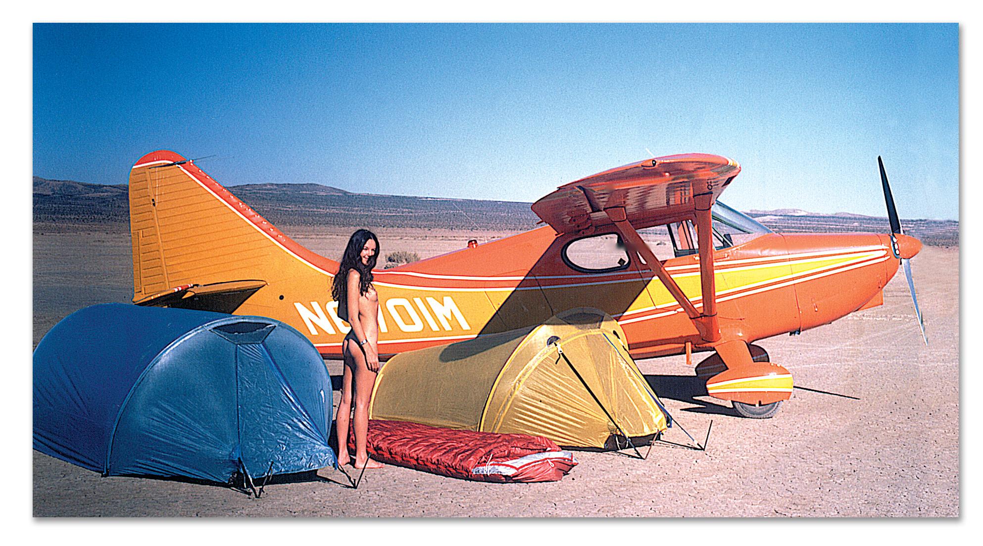 american_windsurfer_4.4_forecast_Plane-&-nude