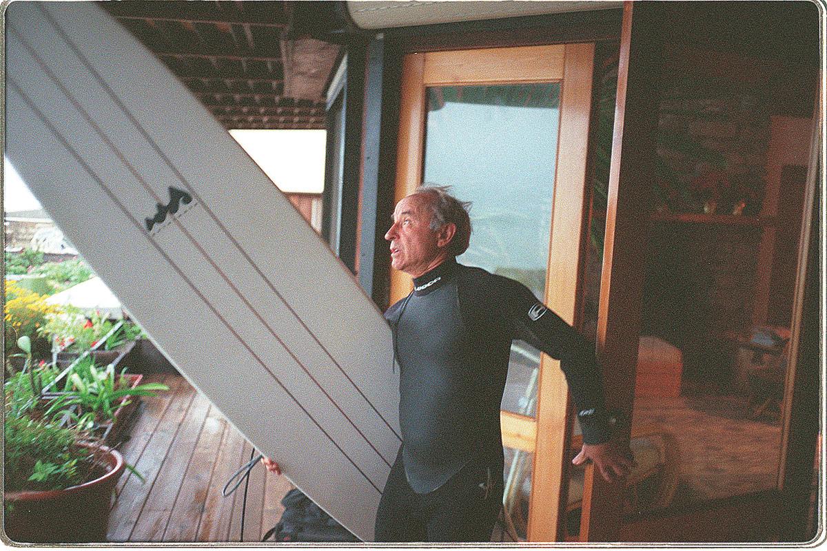 american_windsurfer_5.5_inventor_yevon_chinard_to-surf